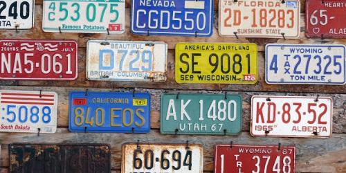 Como saber a nombre de quien está un carro por placa